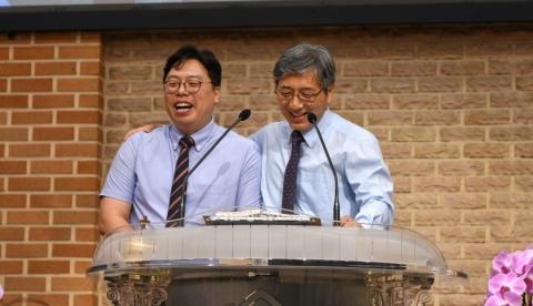 김원근 목사 사임